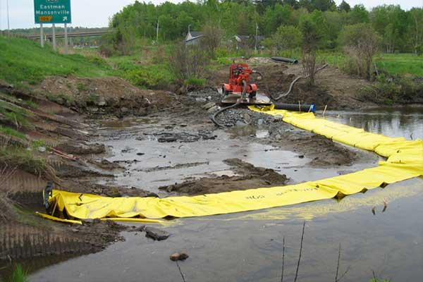 dæmningen erstatter dysen i floden