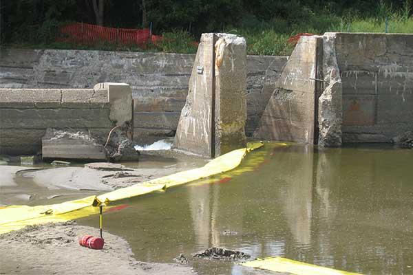 dæmning i flodstrømafvigelse