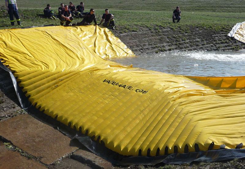 Test d'un batardeau souple Water-Gate©WA-50 par la sécurité civile Tchèque