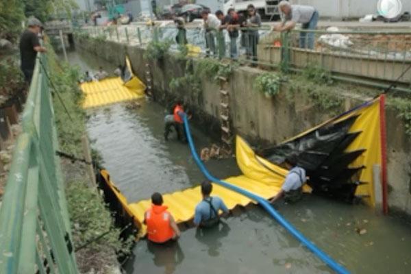 Water-Gate © installation i en kanal med to kufferter fra hoved til hale. Tørring af mellemsektionen ved Grundfos-pumpning.