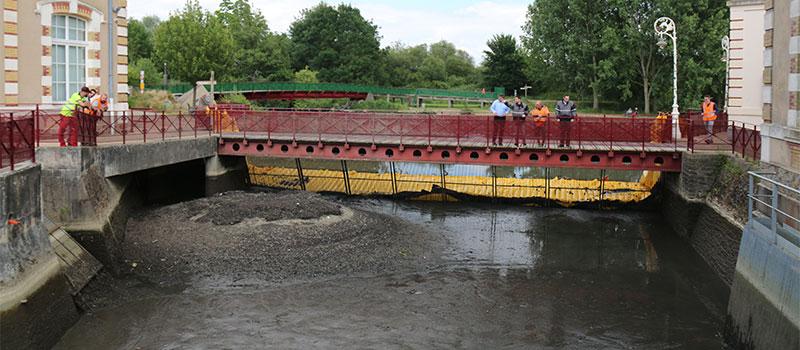Tørring af forsyningskanalen til det gamle hydrauliske anlæg i Le Mans. Huisnes-floden. Visning af det drænede område nedstrøms for skærmen.