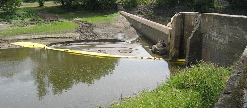 Digesænkning. L-formet Water-Gate © installation fra banken. Canada august 2005