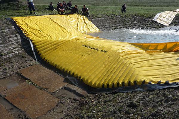 Test af en fleksibel Water-Gate-kasse © WA-50 af den tjekkiske civile sikkerhed
