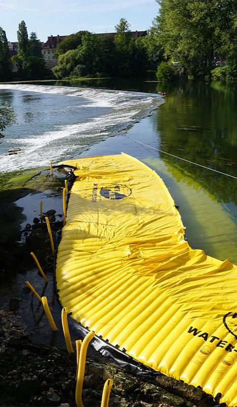 Water-Gate © fleksible kofferdamme installeret på Doubs store tærskel i Dole du Jura.